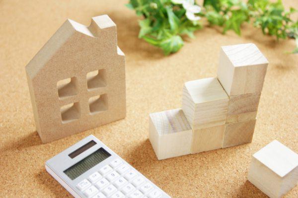 木の家と電卓